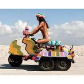 美国针织艺术家Magda Sayeg炫彩奔驰娱乐