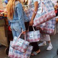 花一万多买一款神似编织袋的Balenciaga包,这样的时尚你懂吗?