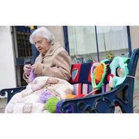这个104岁的老奶奶,用毛线把小镇给炸了!