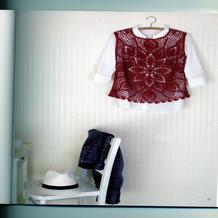 女士中国红从中间往外钩的菠萝花无袖套衫