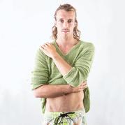 他是一位广告狂人却深爱编织 专注男士编织服饰设计