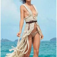 在海边玩耍的女人都穿上这种这么有看头的泳衣,还让不让男人们活