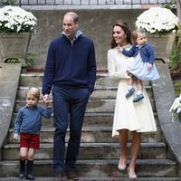 英王室王妃针织裙装及王子公主毛衣