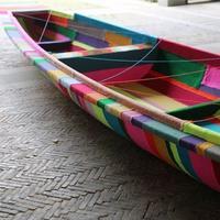 这次针织涂鸦艺术家Magda Sayeg将毛线裹上了西湖的小船