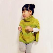 时尚实用儿童有扣带袖棒针斗篷