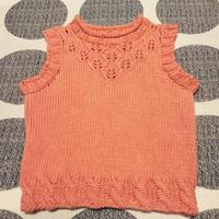 橘色儿童棒针树叶花卷边领背心
