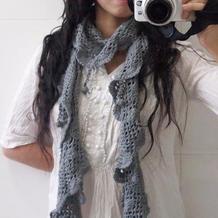 自然卷曲的女士钩针流苏围巾