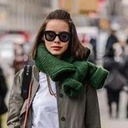 一种时尚叫把毛衣当围巾戴