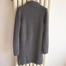 温暖有型女士棒针直身中长款毛衣