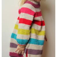 爱美之心需要从小培养,爱美之路怎么少的了毛衣的陪伴呢?