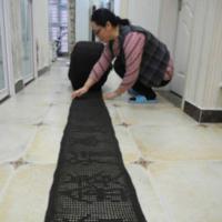 开封女教师用5年编织近两米百家姓 缝纫线钩针方格编汉字