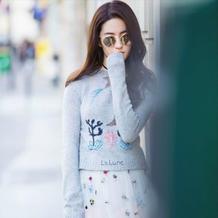 刘亦菲毛衣热裤搭梦幻纱裙 与DIOR2017春夏一起美出新高度