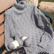 灰色休闲款女士棒针扭花高领毛衣