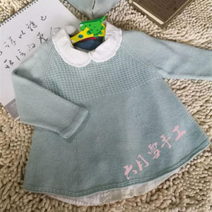 萌萌的女童棒针裙式小毛衣