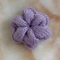 毛线编织六瓣花的编织方法 装饰花另一种织法的圈织版