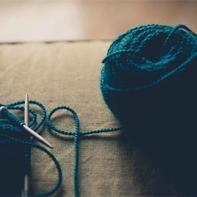 """喜爱编织的年轻人 美国政界战略顾问描述""""小趋势""""中的手工编织"""