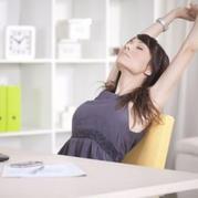 一起来做运动 午休护颈拉筋小运动教你劳逸结合玩编织