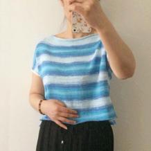 简洁清爽不用穿打底的女士棒针蓝色段染短上衣