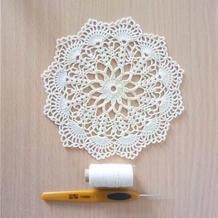 可以做杯垫也可以做装饰花片的小型钩针蕾丝