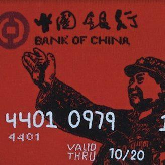 艺术家用羊毛编织出一组如毯子般大小的毛线信用卡