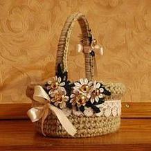 用毛线将快餐盒改造成漂亮田园风小花篮