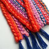 几个小时就可以完成的钩与编结合创意流苏围巾
