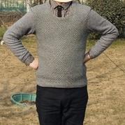 很像棒针双层渔网针效果的男士钩针羊绒衫