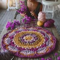 她用一支钩针加上几团毛线,钩出来的地垫美呆千万人···