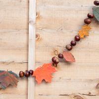 亲手制作应景居家装饰 与众不同的树叶秋日彩旗