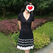 仿大牌女士V领短袖钩针大摆裙