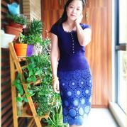 很有古韵的一款渐变色蕾丝拼花半身裙——烟波蓝影