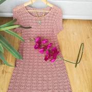 豆沙色的真丝亚麻钩针连衣裙