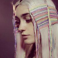 毛线编织装饰的不一样美 几根彩色毛线打造美丽发饰