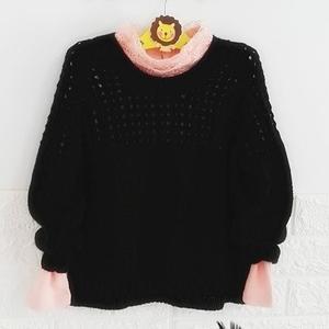 黑色也很炫的女童插肩袖棒针镂空套头衫