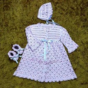 4股棉钩针编织婴儿礼服套装(礼服裙、婴儿帽、宝宝鞋)