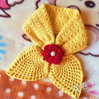 可以编织亲子款的钩针蝴蝶小围脖