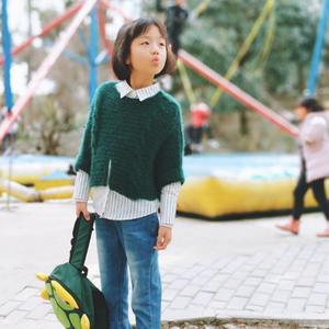 简洁时尚女童棒针蝙蝠套衫