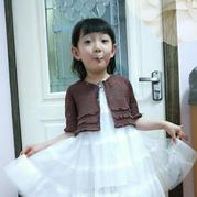 简单实用儿童咖色外搭钩针蕾丝短开衫