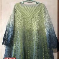先织后染渐变染色机织女士孔雀镂空花长袖衫