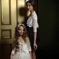 她钩出来的婚纱,每一件都在一万欧元以上(Annor爱尔兰蕾丝服饰定制)