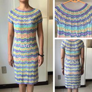 从上往下织女士棒针蕾丝圆肩连衣裙