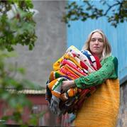 行走的艺术毛衣 90后冰岛编织艺术家的怪诞毛衣