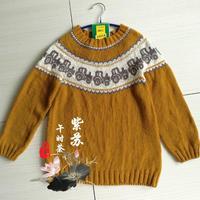 从中间织起的儿童棒针小汽车图案提花毛衣