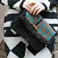 双色羊毛绒绒线拼接款女士棒针手拿包