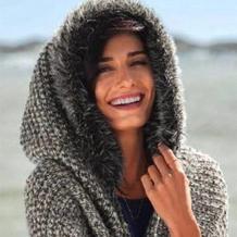给自己裹一层温暖的披肩 冬小麦女士棒针毛领连帽围披