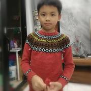 橙红年代 男女宝宝都适合的儿童棒针提花圆肩毛衣