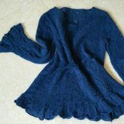 蓝魅 很有女人味的棒针荷叶边V领毛衣