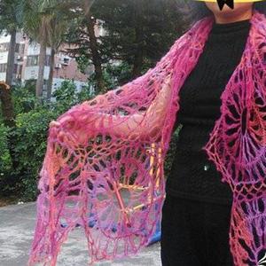 浅花迷人 38克段染云马完成的一款花叉编织围巾