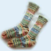 从脚尖开始织起的棒针羊毛袜子