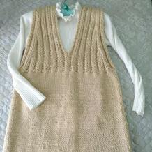 轻柔保暖一天就可完成的女士粗针织V领背心